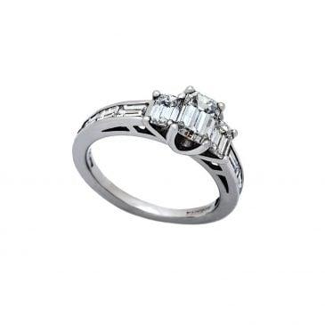 anillo diamante talla esmeralda