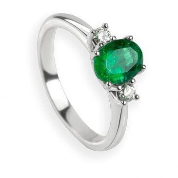anillo esmeralda oval y diamantes